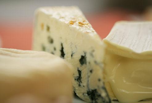 خامه ترش و پنیر کهنه
